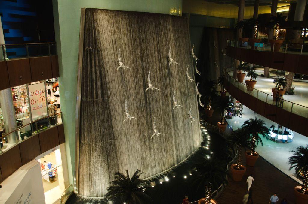 Водопад в Дубай Молл