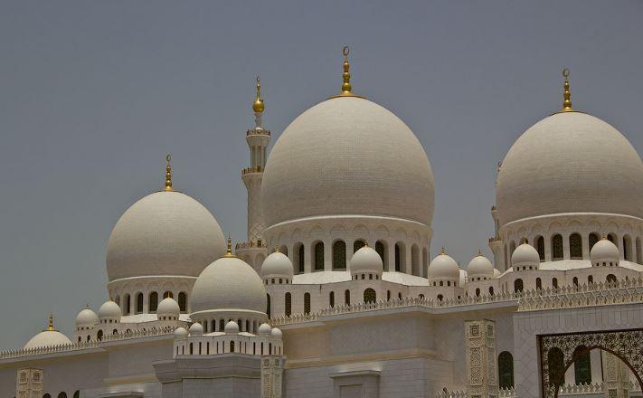 Купола мечети шейха Зайда в Абу-Даби
