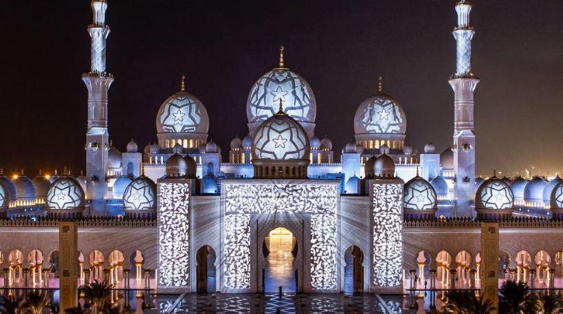 Мечеть шейха Зайда в вечернее время