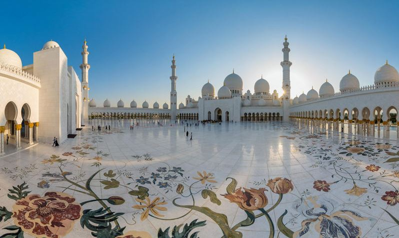 Внутренний двор мечети шейха Зайда