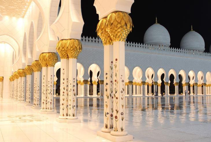 Наружные колонны мечети шейха Зайда в Абу-Даби